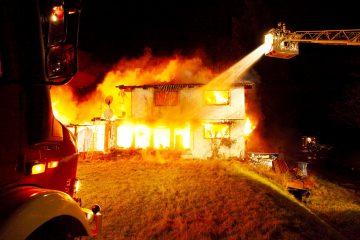 Brand, Unglück, Hausbrand, Feuerwehr